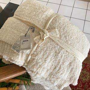 Barefoot dreams cozy chic cream throw blanket